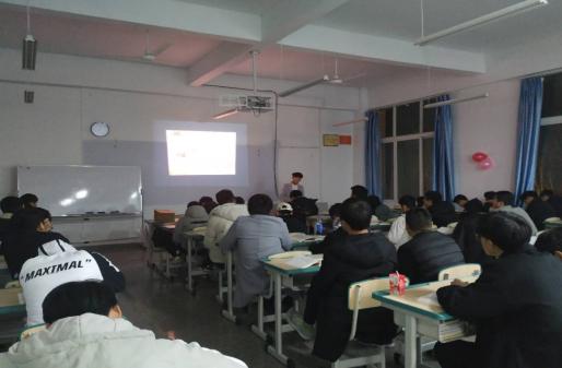 同学们学习中国共产主义青年团章程